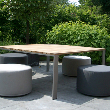 Loungetable met poefs